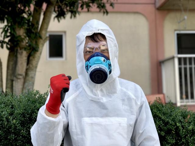 防護服を着た特殊清掃のスタッフ