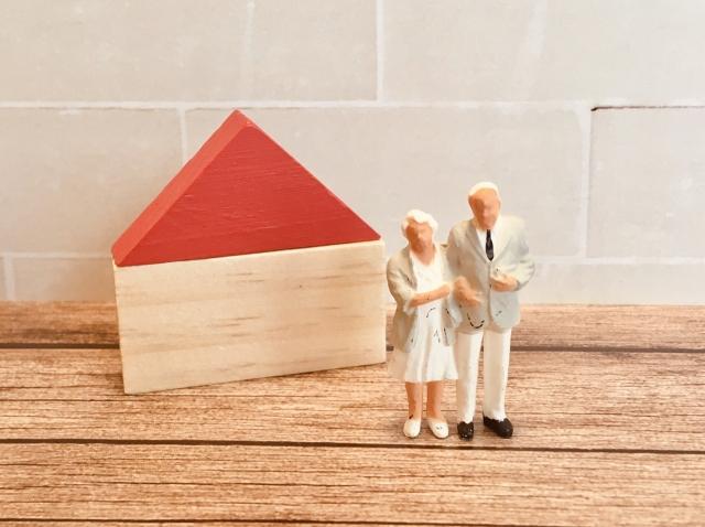 高齢者と家のイメージ